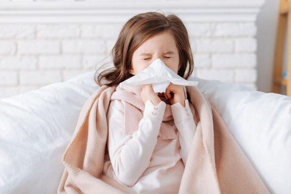 deklica ki kiha, prehlad in gripo